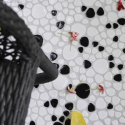 [Out of Stocks] Black and White Pebble Stone Floor Tile